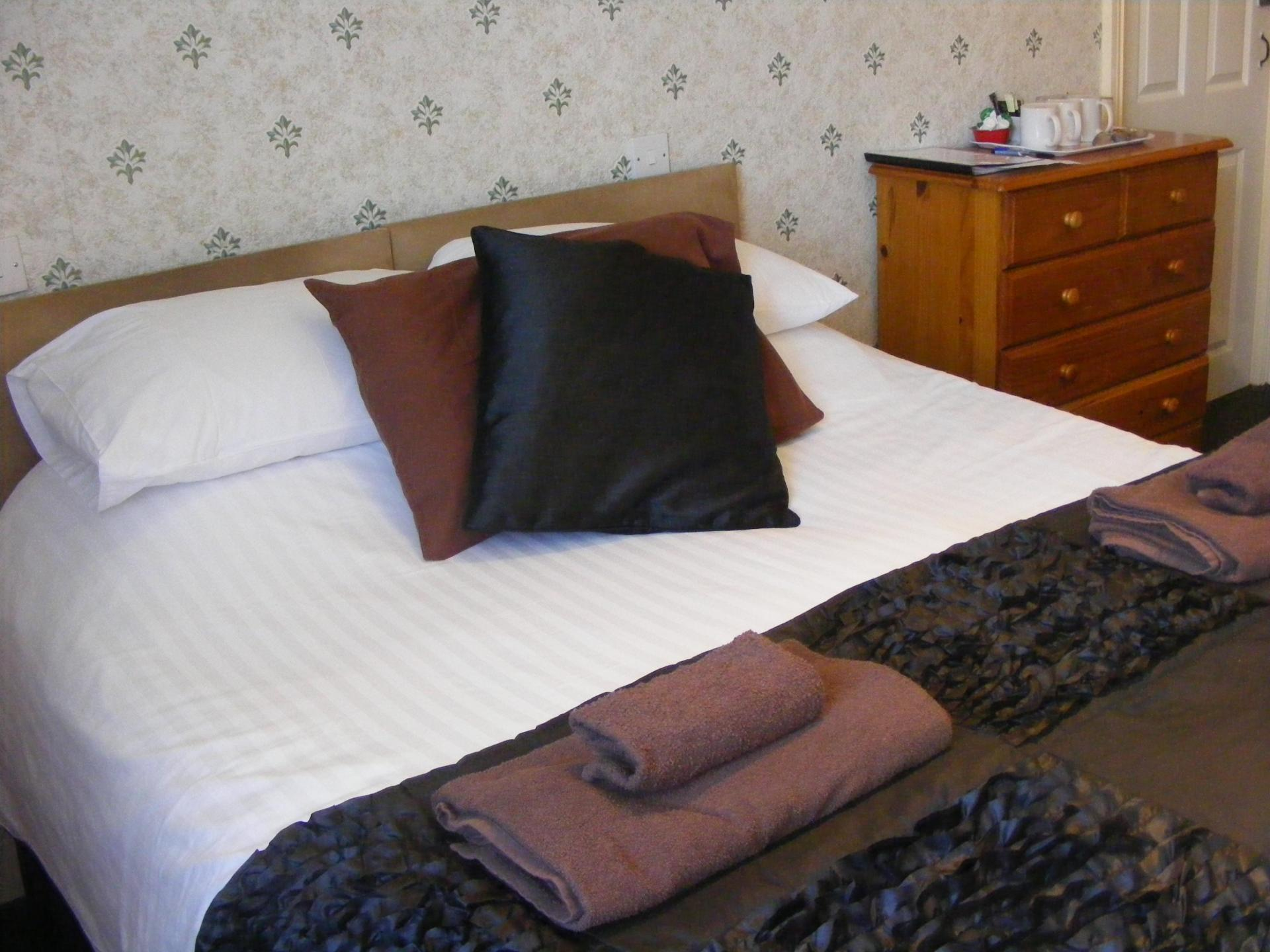 Double Room with en-suite(Room Only)(full payment due when booking and non refundable)