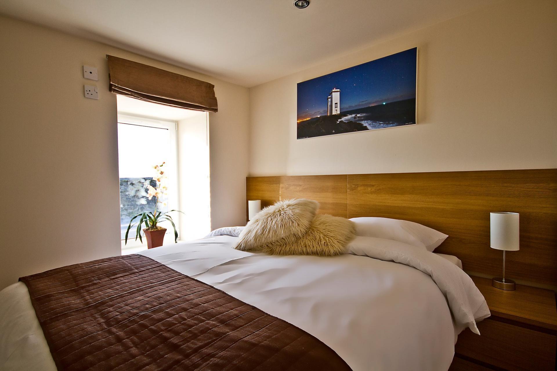 Room 1 - King Double En-suite Room with seaview(No Breakfast)