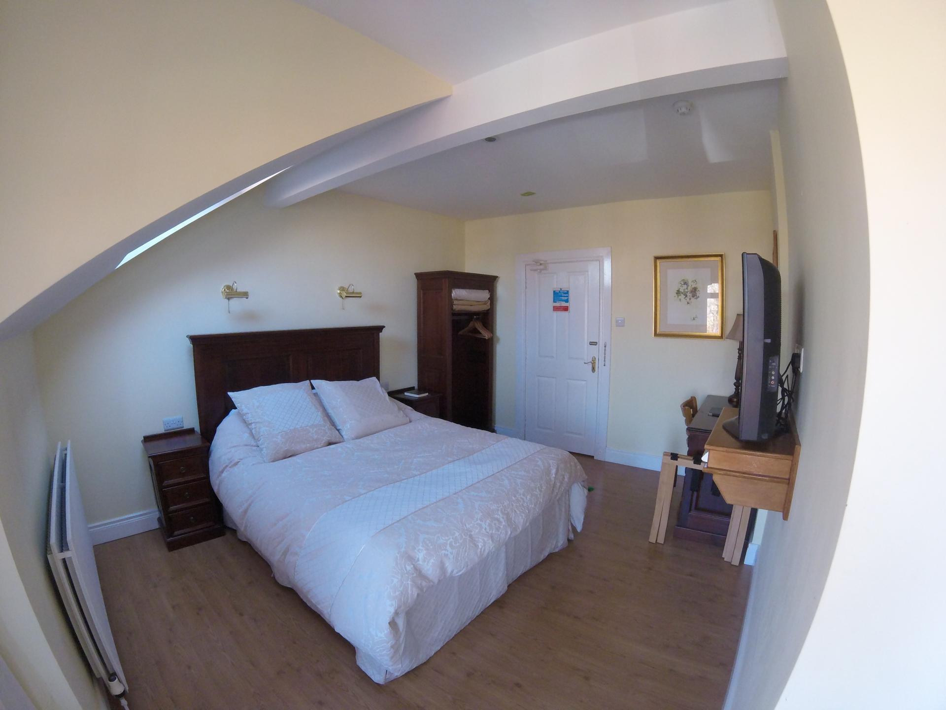 Single En-suite Room (Breakfast included)