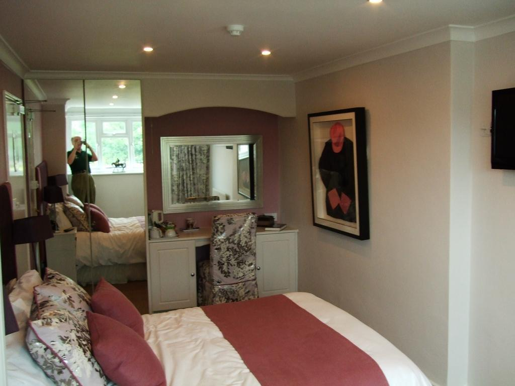 Sir Noel Murless - Large Double Ensuite Room (Room Only) - Sleeps up to 2 adults & One child/ teena