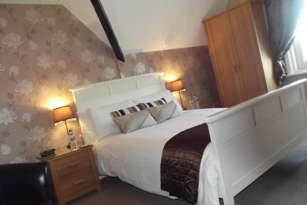 Second Floor Double Room - En-suite Room - Inc. Breakfast
