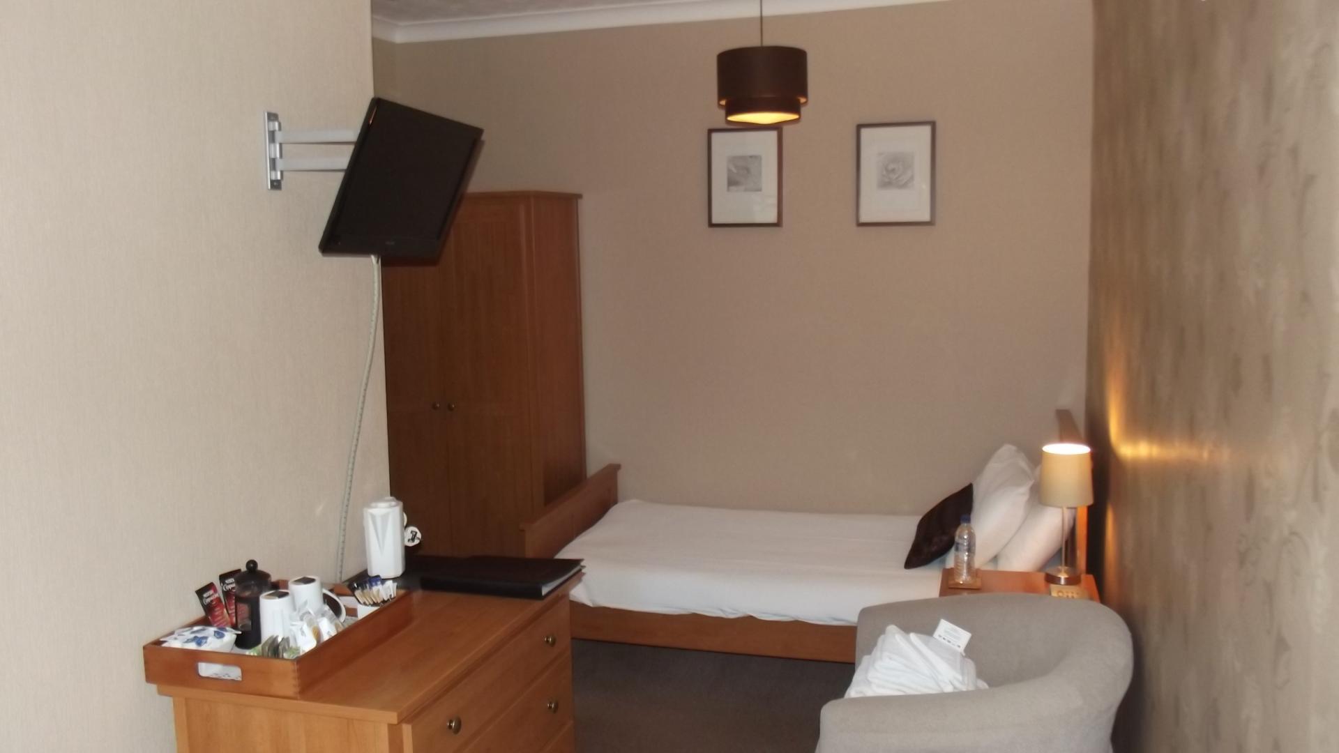 Twin Room - En-suite Room - Inc. Breakfast