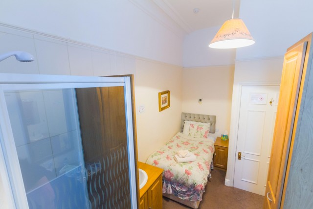 Single Room with ensuite shower and separate private toilet (inc. Breakfast)