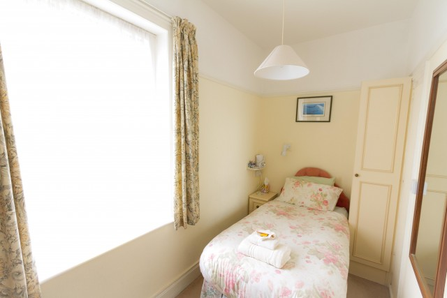 Single Room with separate private bathroom (inc. Breakfast)