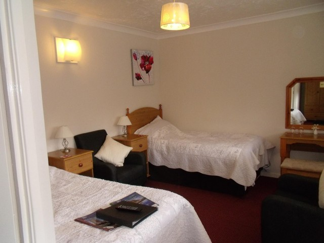 Twin Room 3 (inc. Breakfast & En-suite)