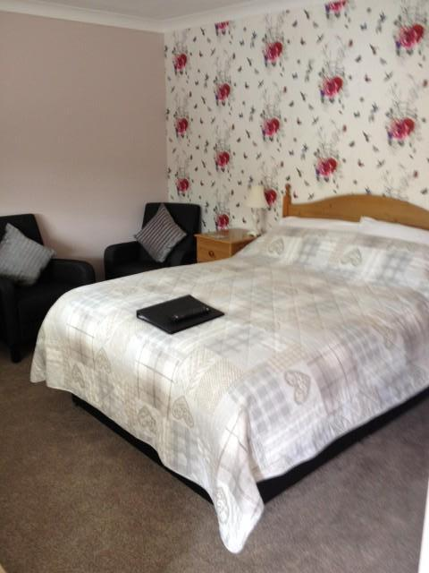 Double Room 4 (inc. Breakfast & en-suite)