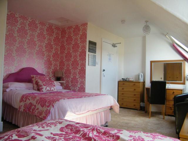 Room 8 - Triple En-suite Room(inc. Breakfast)