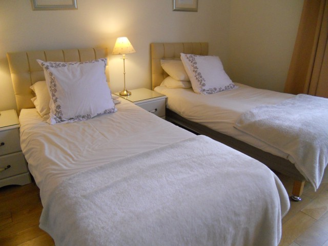sleeps 2 (Includes Continental Breakfast)