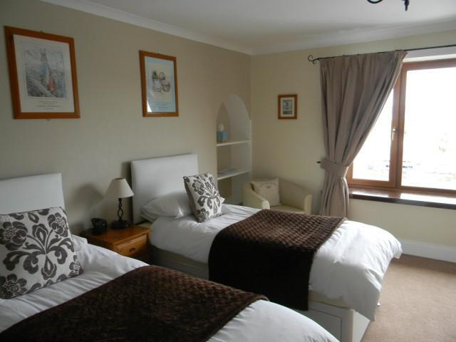 Large En-suite Twin Room. (Inc Breakfast)