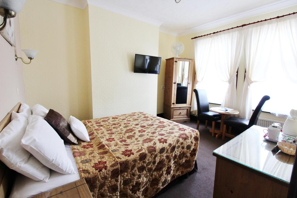 Family En-suite Room (inc. Breakfast)(child Under 2yrs)