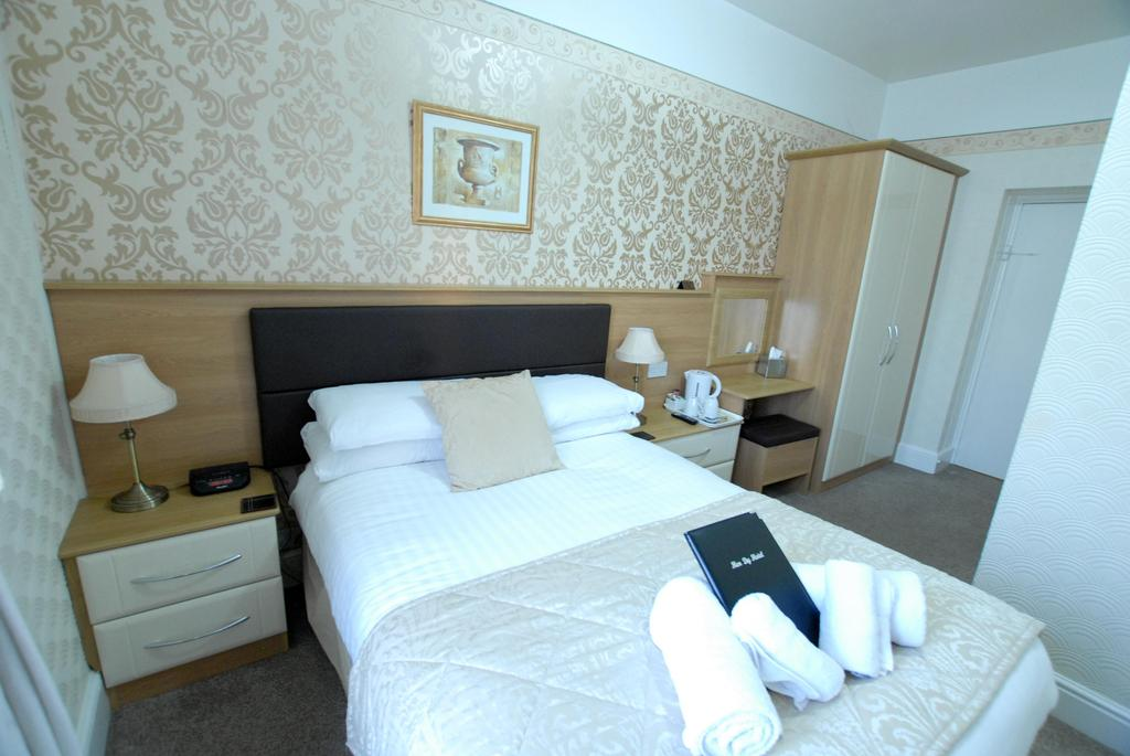 Room 6 - Double En-Suite with Seaview
