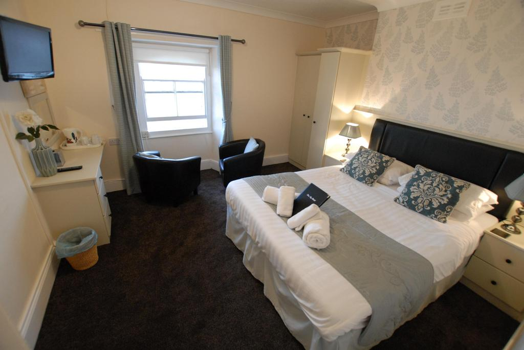 Room 9 / 10 - Family Suite with Seaview