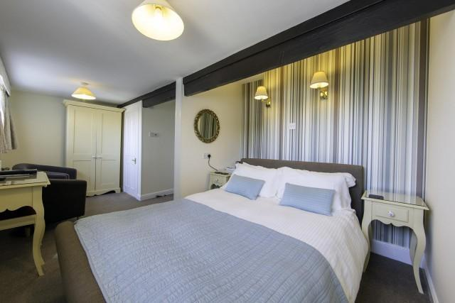 Larger Double En-suite Room (inc. Breakfast and parking)