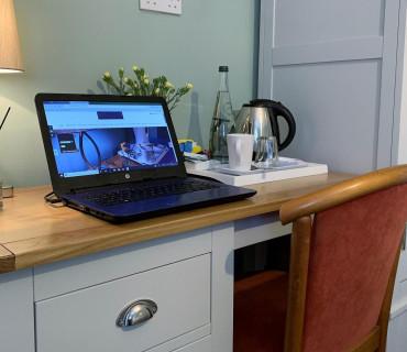 Cheltenham Festival 2020Double Room& Breakfast & WIFI
