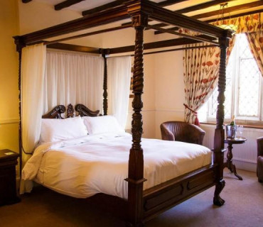 Four Poster Room - En Suite - *(Single occupancy) (including breakfast)
