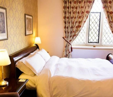 Classic King Room - En Suite Bath (inc Breakfast)