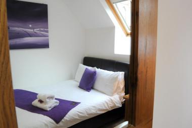 Double bed (1350mm) , single occupancy, en-suite, including cooked breakfast.