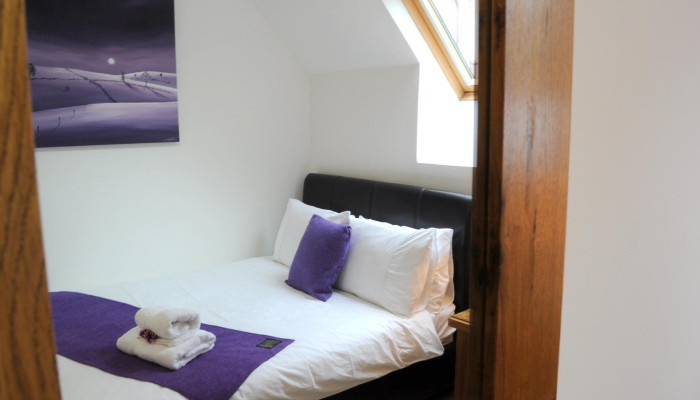 Double bed (1350mm) , single occupancy, en-suite, including cooked breakfast.