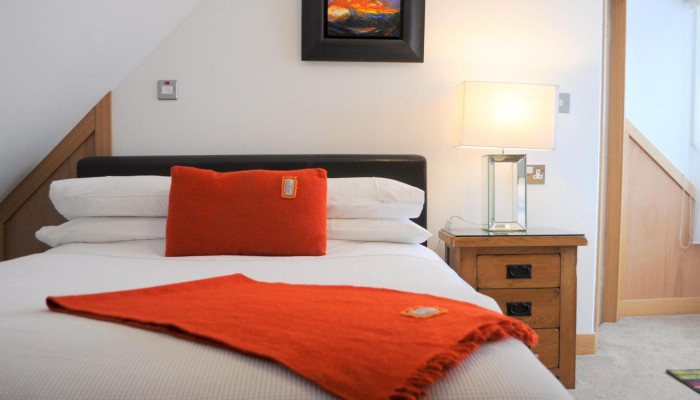 Double bed (1350mm) for single occupancy,en-suite, LOW CEILING (1850 mm), inc breakfast