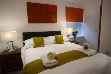 Kingsize (1500mm) bed, en-suite, single occupancy, including full breakfast