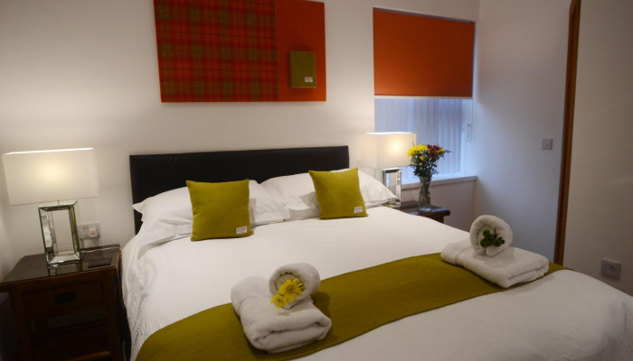 Kingsize (1500mm) bed, en-suite, single occupancy, including full breakfast