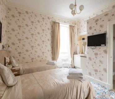 Room 7 Twin En-suite Room