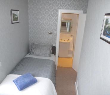 Room 2 SingleEn-suite Room (Breakfast not included )
