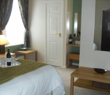 Superior Twin En-suite Room (inc. Breakfast)