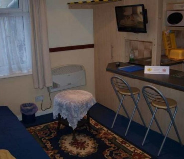 Apartment 7 - Second Floor, Double/studio, Rear-facing Apartment (self-catering)