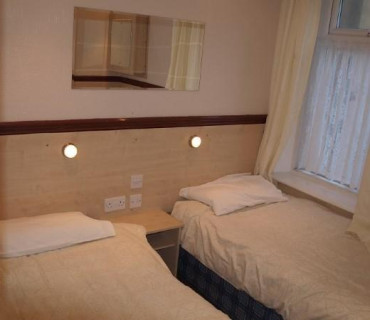 *Apartment 7 - Second Floor, Double/studio, Rear-facing Apartment (self-catering)
