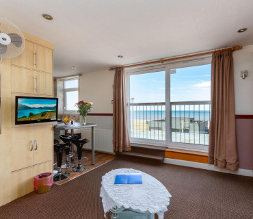 *Apartment 8 - Second Floor, Double, Sea-view, En-suite Apartment (self-catering)