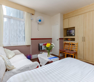 Apartment 4 - First Floor, Studio, Rear-facing, En-suite Apartment (self-catering)