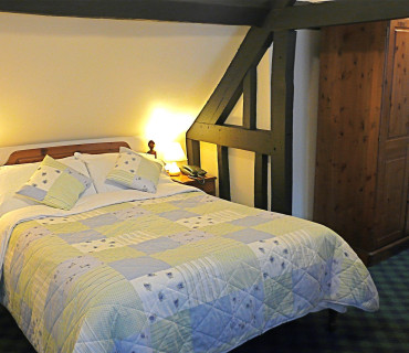 Large double en-suite room with bath