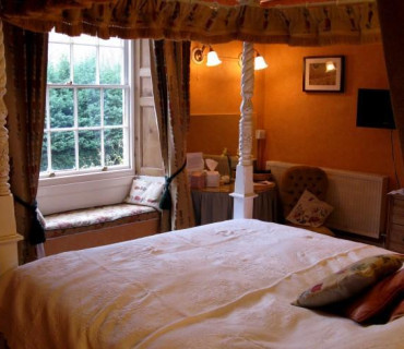 Doward King Four-Poster En-Suite - single occupancy