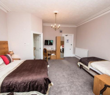 Large Double / Family En-suite Room(inc breakfast)