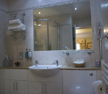 Small Double En-suite
