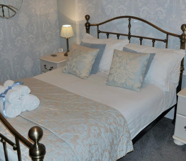Room 2 - Super King Bed En-suite (inc. Breakfast)