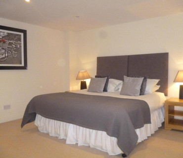 Twin en-suite room including Breakfast hamper