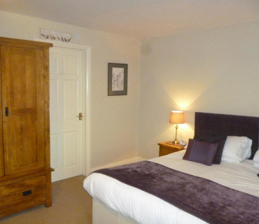 Double En-suite or Twin room including Breakfast hamper