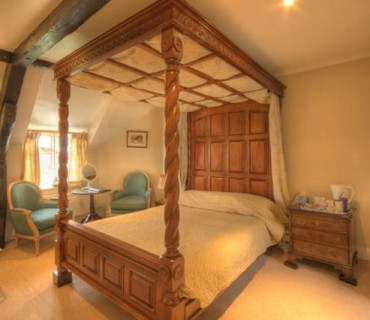 Four-poster En-suite (inc. Breakfast)