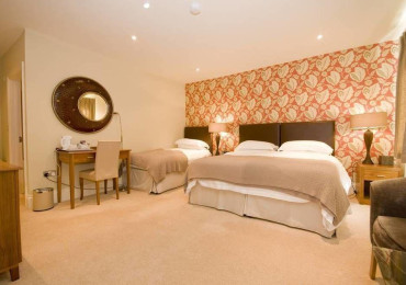 Triple En-suite Room Beech Including Breakfast