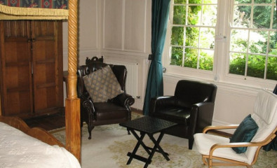 Four Poster with compact En-suite shower room (inc. Breakfast)