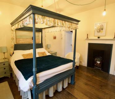 Alexander Brodie Double En-suite Room (inc. Breakfast)