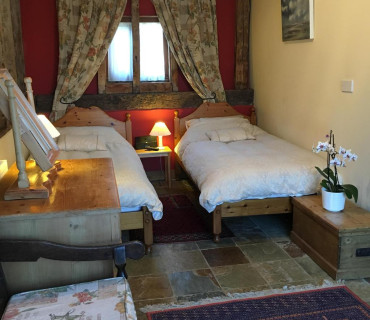 Garden Twin En-suite Room (inc. Breakfast)