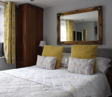 Room 4 - Small Double En-suite Room (inc. Breakfast)