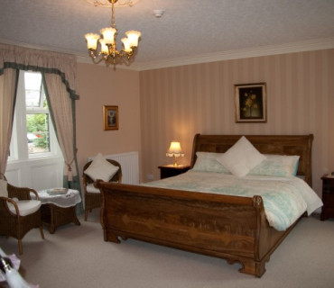 Luxury Twin En-suite Two Bedroom Suite (inc. Breakfast)