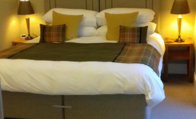 Luxurious Loch View Suite, Superking Size Bed, En-suite