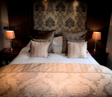 Superior Kingsize Double En-suite Room (inc.breakfast)