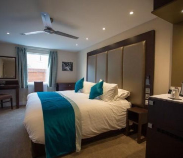 Deluxe Double En-suite Room Easy Access (including breakfast)