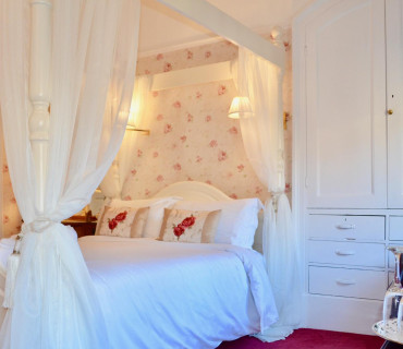 Luxury Four Poster